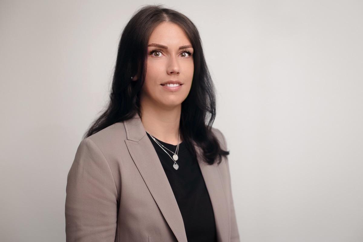 Frau Sarah Hirschauer